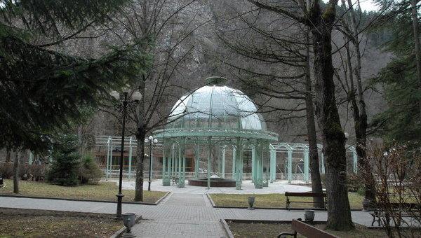 Источник Боржоми в парке минеральных вод. Архивное фото