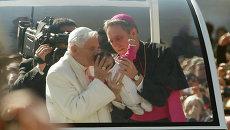 Папа Римский Бенедикт XVI перед последней аудиенцией в Ватикане