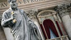 Вид на балкон собора Святого Петра в Ватикане