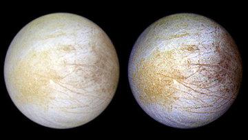 Изображение спутника Юпитера Европы в естественных и усиленных цветах