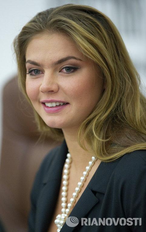 фото голой Алины Кабаевой и похожего на нее существа