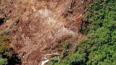 Точка удара SSJ-100 о склон горы Салак в Индонезии. Архивное фото
