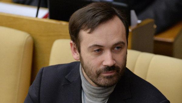 Депутат Илья Пономарев. Архив
