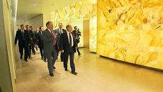 Стены из оникса и люстры со Сваровски: экскурсия Путина по новой Мариинке