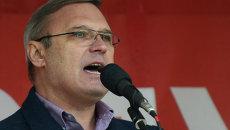 Председатель Российского народно-демократического союза Михаил Касьянов выступает на митинге оппозиции на Болотной площади