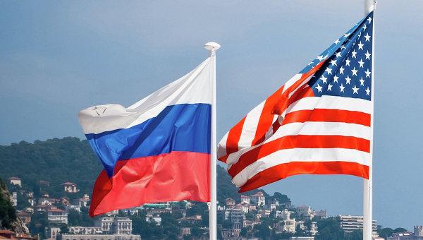 Флаги России и США, архивное фото