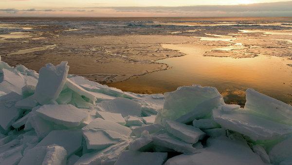 Рассвет на побережье Охотского моря, архивное фото