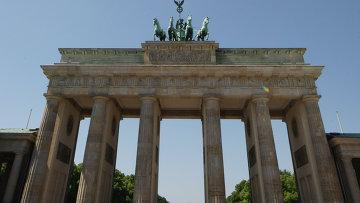 Бранденбургские ворота в центре Берлина. Архивное фото