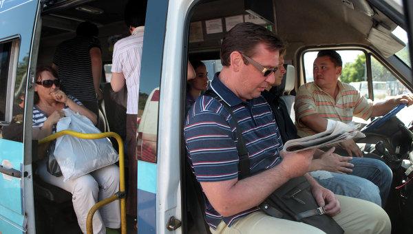 Работа маршрутных такси в Москве. Архивное фото