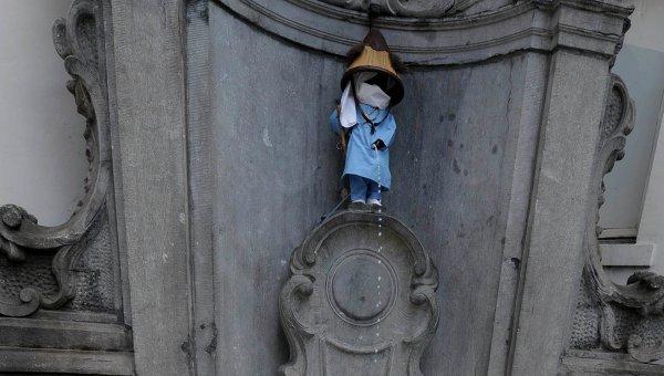Писающий мальчик в Брюсселе писает молоком