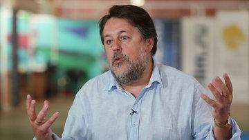 Режиссер Виталий Манский во время интервью в рамках XXIV Открытого Российского кинофестиваля Кинотавр