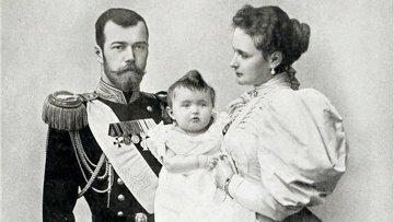 Император Николай II с императрицей Александрой Федоровной и дочерью Ольгой. Архивное фото