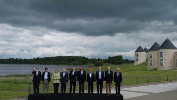 Церемония совместного фотографирования участников саммита G8, архивное фото