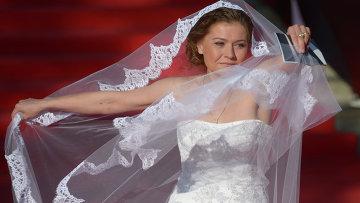 Актриса Мария Голубкина перед началом церемонии открытия 35-го ММКФ