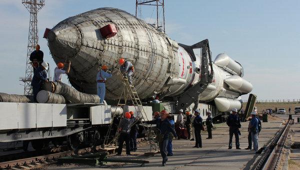 Вывоз ракеты Протон-М. Архив
