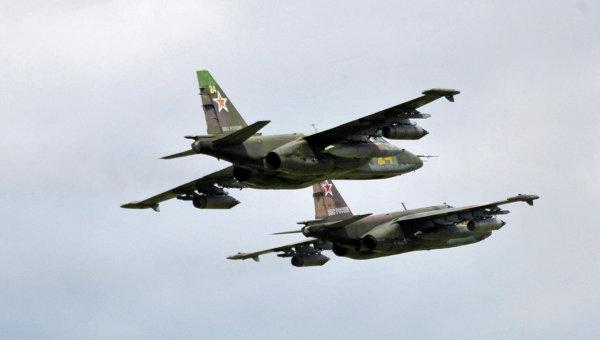 Самолеты Су-25 во время  учений войск сил Восточного военного округа. Архивное фото