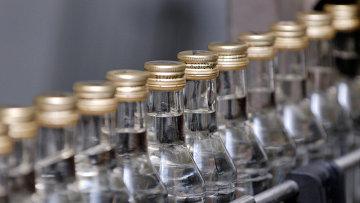Конвейерная линия по произодству водки. Архивное фото
