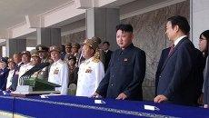 Ким Чен Ын в черном френче принял парад в честь 60-летия окончания войны