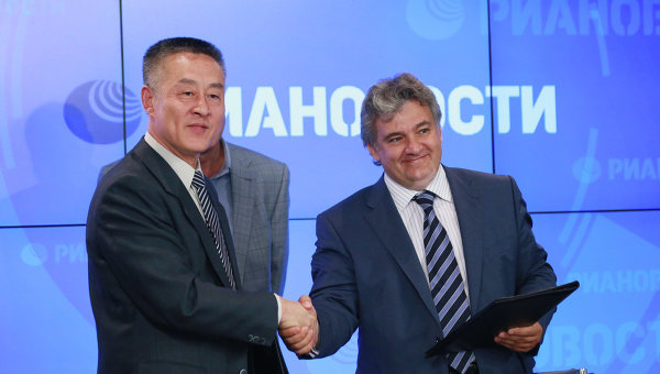 Российская компания SPB TV и китайское информационное агентство Синьхуа подписали официальный договор