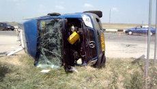 Микроавтобус с туристами из России опрокинулся на бок после ДТП в Крыму