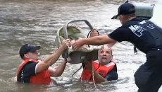 Спасатели эвакуировали младенца из затопленного наводнением дома в США