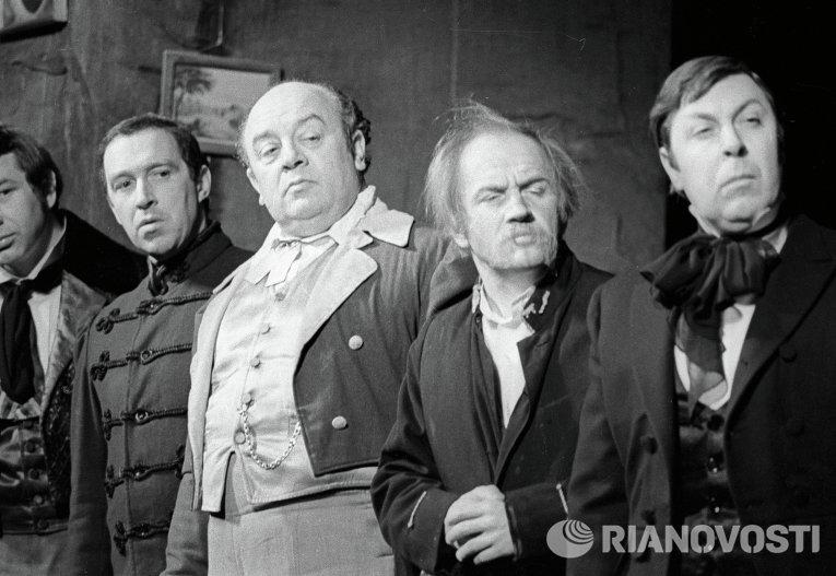 Мартынов, Дорлиак, Броневой, Камаев и Дуров в спектакле Женитьба