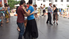 Мастера танца учили приморцев двигаться в ритме танго и сальсы