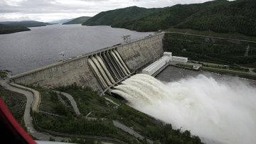 Сброс воды на Зейской ГЭС в Амурской области