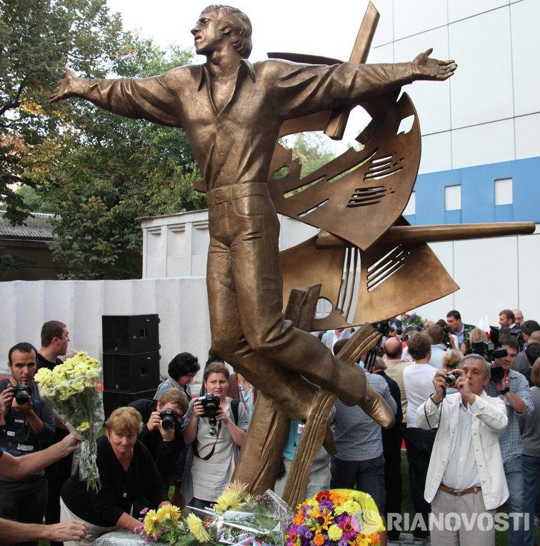 Памятник Владимиру Высоцкомому в Одессе