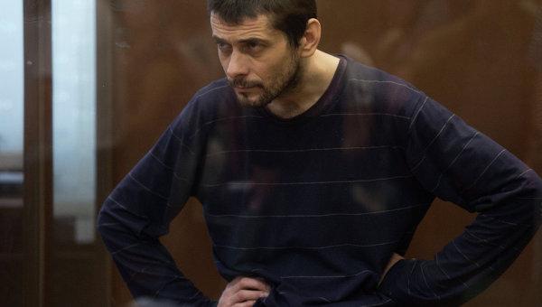 Обвиняемый в массовых убийства Сергей Помазун в Белгородском областном суде во время оглашения приговора