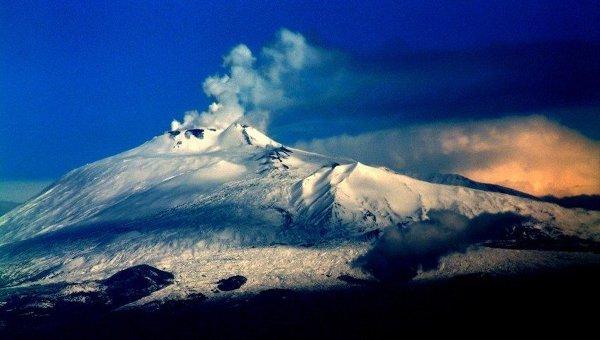 Вулкан Этна, архивное фото