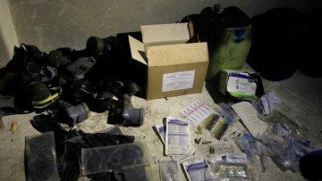 Химические материалы и противогазы на складе в пригороде Дамаска