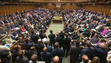 Члены британского парламента во время заседания в Палате общин на тему сирийского кризиса