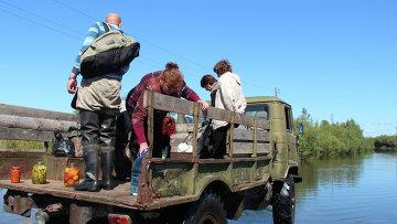Спасатели оказывают помощь населению в поселке Хорпинский г. Комсомольск-на-Амуре