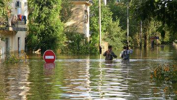 Затопленная улица в Хабаровске, 6 сентября