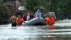 Людей увозили на лодках из Комсомольска-на-Амуре, где прорвало дамбу