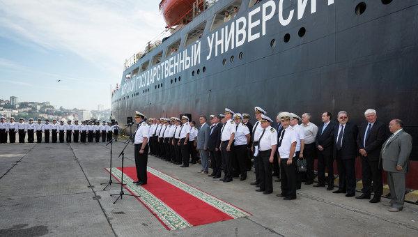 Встреча судна Профессор Хлюстин во Владивостоке