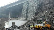 Последствия обрушения подпорной стены новой трассы