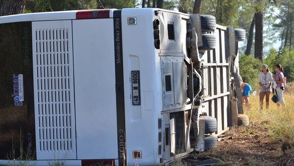 Автобус с российскими туристами перевернулся в Турции, фото с места события
