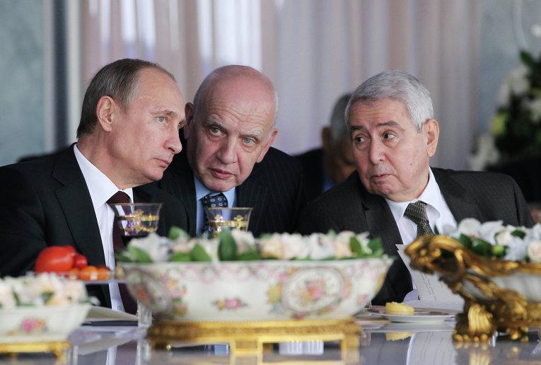 В.Путин на московском ипподроме посетил скачки на приз Президента России