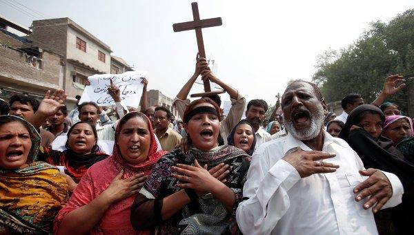 Члены христианской общины Пакистана на акции протеста