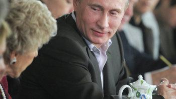 Владимир Путин с членами дискуссионного клуба Валдай, архивное фото