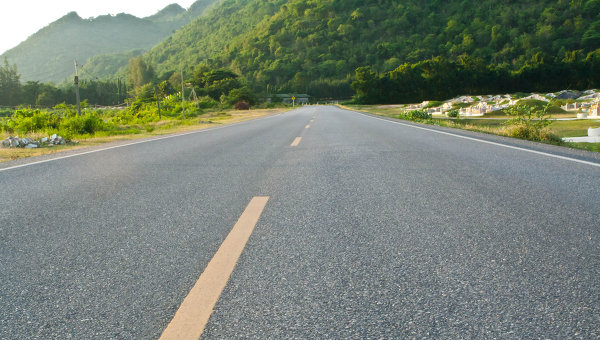 Дорога в провинции Канчанабури на северо-западе Таиланда. Архивное фото