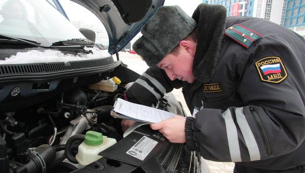 Регистрация автомобилей в ГИБДД. Архивное фото