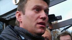 Алексей Навальный на выходе из Кировского областного суда