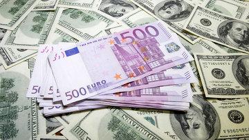 доллары и евро, архивное фото
