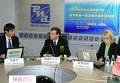 Гуань Цзяньвэнь, Дмитрий Медведев, Светлана Миронюк на он-лайн конференции для читателей сайтов РИА Новости