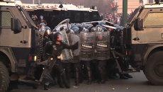 Манифестанты закидали полицейских самодельными бомбами в Риме