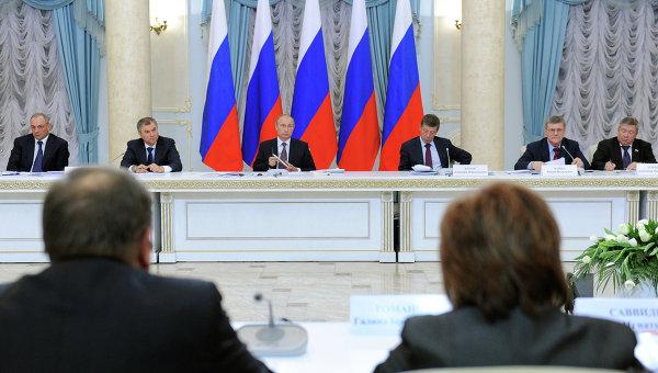 Президент РФ Владимир Путин во время заседания Совета при президенте по межнациональным отношениям в Уфе, архивное фото