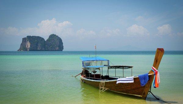 Лодка на побережье Таиланда. Архивное фото